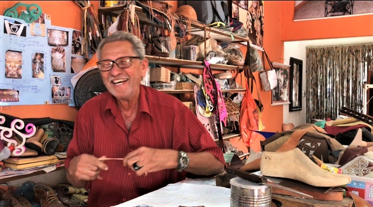 Mestre Espedito Seleiro, aos 80 celebrando sua trajetória na arte do couro